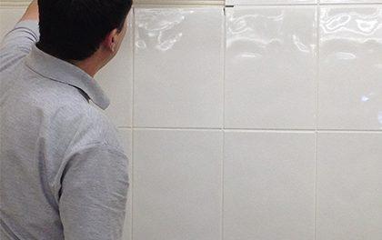 Pro kutily – jak obložit koupelnu krok za krokem