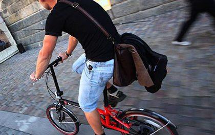 Každý den v zácpě? Skládací kolo vám usnadní život ve městě!