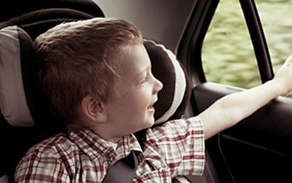 Buďte zodpovědný táta! Zjistěte, jaký typ autosedačky potřebuje vaše dítě!