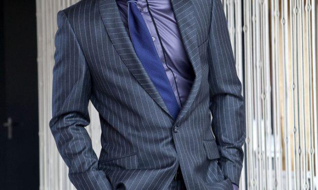 Stylový oblek do výbavy finančního poradce patří!