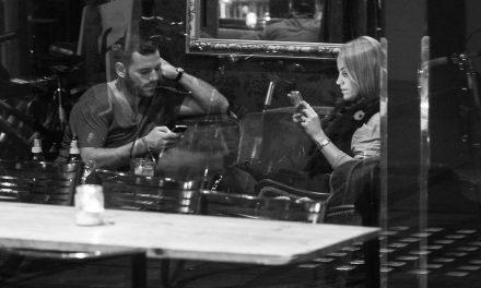 Smartphone jako zabiják konverzace! Jak jste na tom vy?