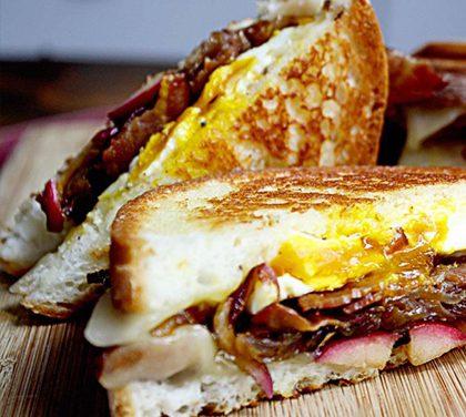 Podzimní sendvič, který uspokojí vaše chlapské chutě!