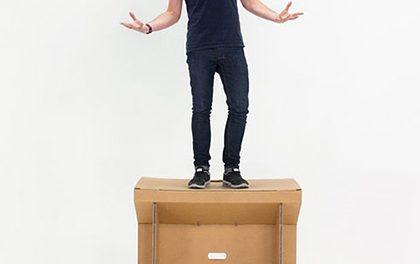 Stůl, který budete chtít! Přenosný, recyklovatelný a lehce unese i dospělého člověka!