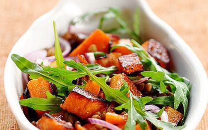 Vychutnejte dokonalé spojení čočky a pečené dýně v luxusním salátku!