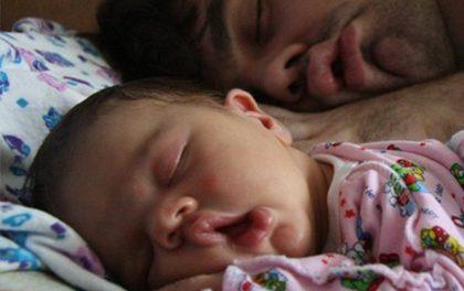 Spící tátové a jejich děti – Neuvěřitelná podobnost!