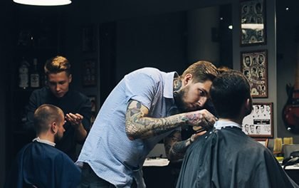 Pánové, naučte se skvělé triky s vlasy!