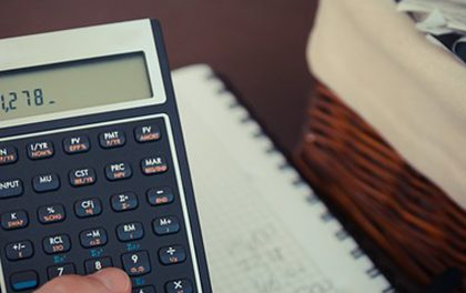 """Vy si ještě půjčujete za úroky? Dejte valem finančním """"dinosaurům""""!"""