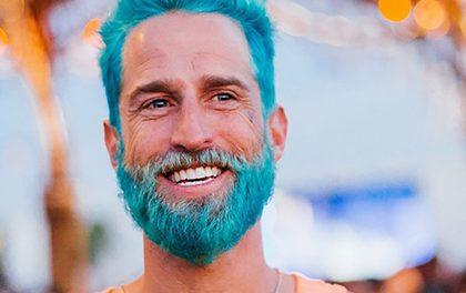 Nový mužský trend velí obarvit vousy! Přidáte se?