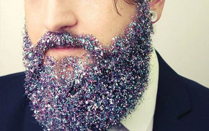 Třpytkové šílenství aneb nový trend v pánském stylu vousů