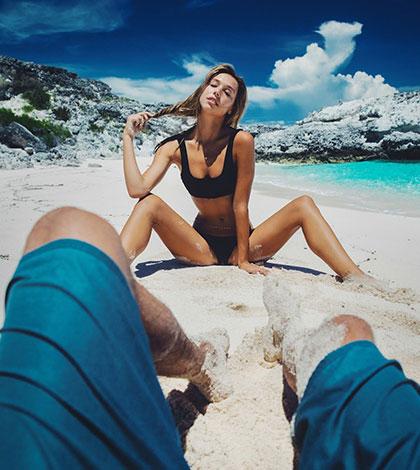 Jay Alvarrez a neuvěřitelně sexy Alexis Ren vás naladí na letošní dovolenou!