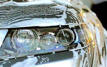 8 chyb, které pravděpodobně děláte při ručním mytí vašeho auta!