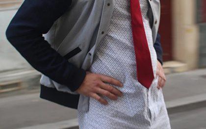 Nový trend – Šortková pánská košile už z kalhot nevyleze, ale je poněkud těsnější v rozkroku