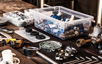 Pracovní stůl máte plný věcí? Pomůže dílenský vozík