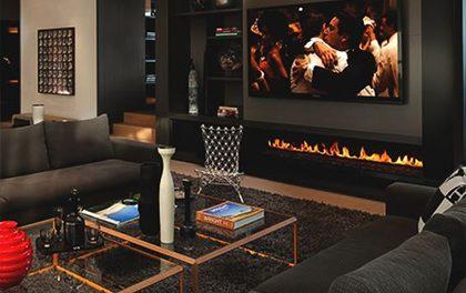 Interiér čistě pánského obýváku? Je v něm spoustu místa pro funkční styl!