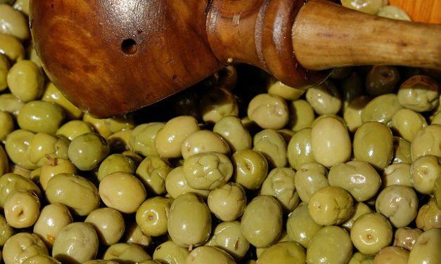 Když vás honí mlsná, dejte si třeba olivu!