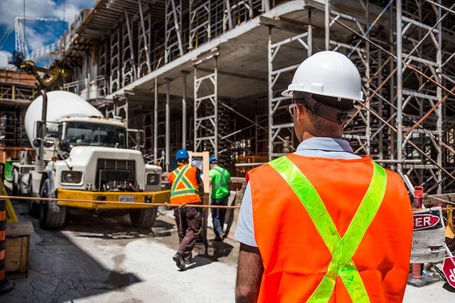 Jak se dodržuje bezpečnost práce na stavbách?