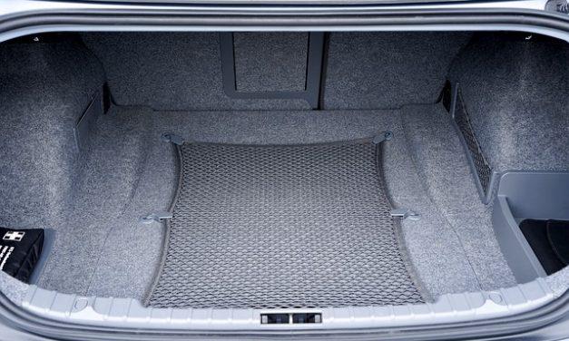 Praktické doplňky do auta, které vám usnadní cestování