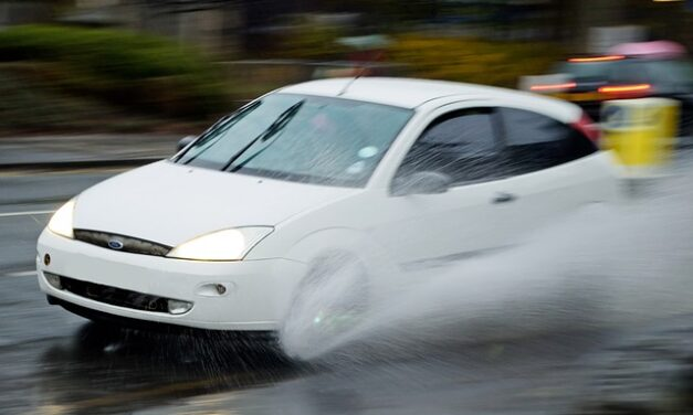 Pravidla zimní jízdy: uberte plyn, dodržujte odstup, nebrzděte prudce