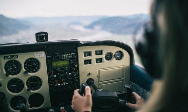 Netradiční dárek pro muže? Darujte zážitek v podobě pilotování letadla