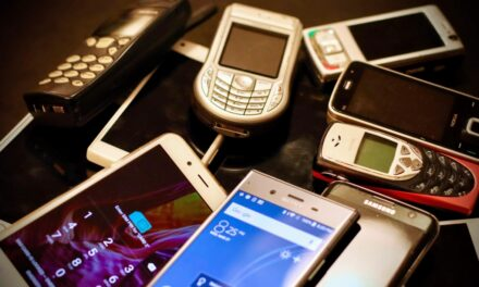 Pamatujete si oblíbená véčka nebo nerozbitnou Nokii 3310? Nahlédněte do historie mobilů