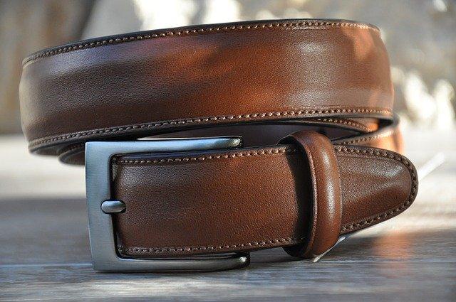 Kvalitní kožený opasek podtrhne váš celkový outfit