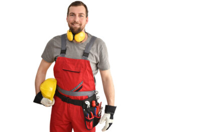 Práce na stavbě: Jaké pracovní oděvy a ochranné pomůcky volit?