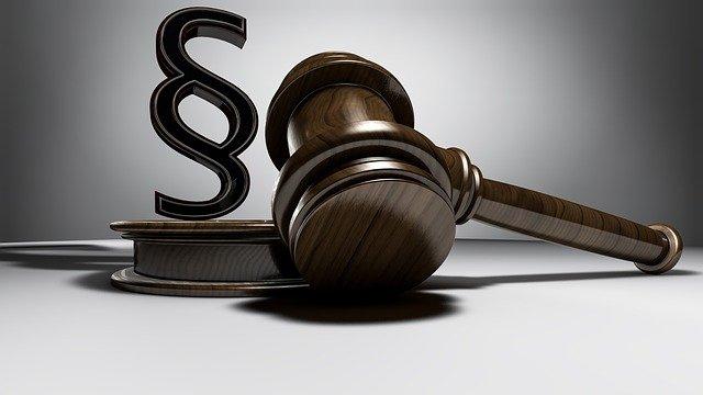 Je výhodnější dohoda nebo pracovní smlouva? Poradí vám advokát