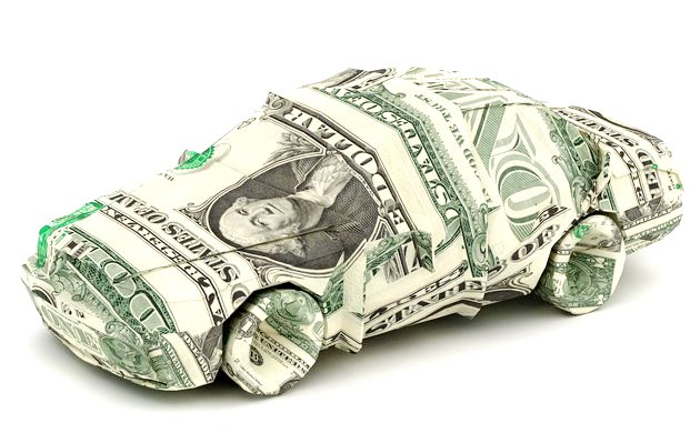 Srovnání benzínového auta a elektromobilu. Které se na provoz skutečně vyplatí?